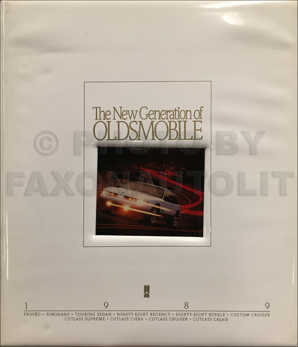 1989 Oldsmobile Hardcover Portfolio with Sales Catalog Set Original